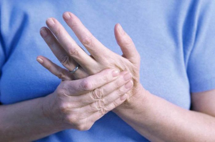 người viêm khớp dạng thấp nên suy nghĩ lạc quan, tránh stress