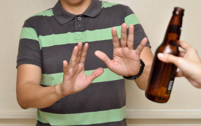 viêm khớp dạng thấp kiêng đồ uống chứa chất kích thích